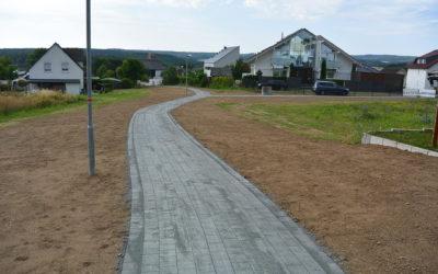 Fußweg zum Friedhof